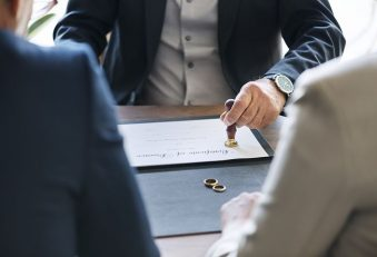 best divorce lawyer in Sydney assisting a couple in their separation